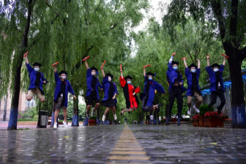 The first graduates of Harbin Institute of Technology in the new century started their new life journey today!