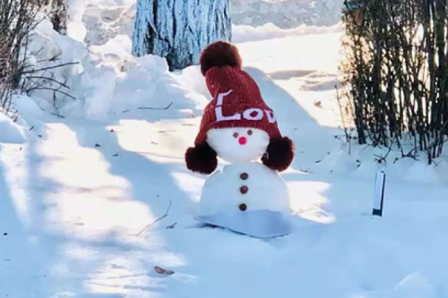 A competition turns HIT into a wonderland of snowmen