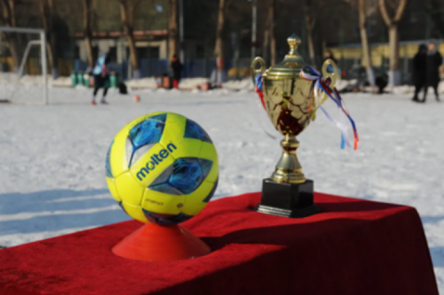 The snowfield football match of Harbin Institute of Technology(HIT)debuted with scene-stealing robots and female athletes!