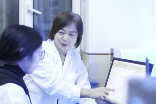 Prof. Tan Yiqiu is awarded the honorary title of National May First Woman Pacesetter