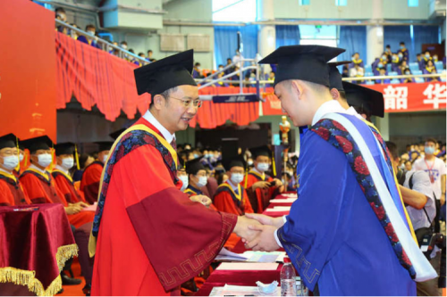 Graduation Ceremony and Degree Awarding Ceremony for Postgraduates in 2021 Was Held at HIT